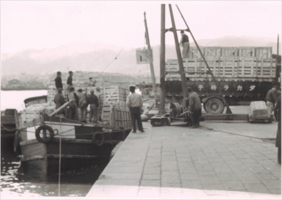 戦後すぐのころの船積み風景